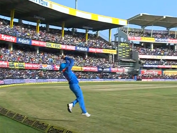 Ind Vs Aus 3rd Odi Manish Pandey Takes Sensational Catch Handscomb