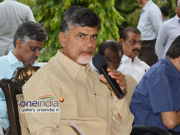 Two Woman Hungama At Chandrababu Naidu Residence At Undavall