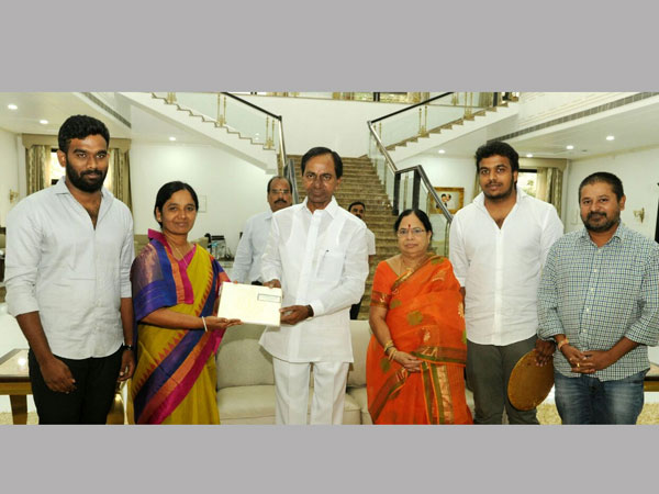 paritala sunitha met CM KCR with her two sons