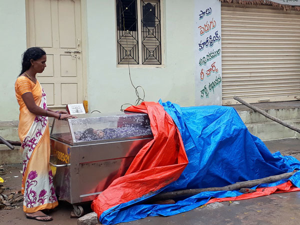 Woman Spends Night On Street With Son S Body