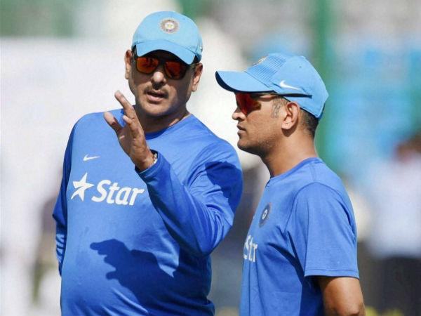 Team India Head Coach Ravi Shastri Sings Ms Dhoni Praise