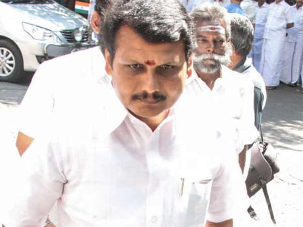 Aiadmk Mla Senthil Balaji Reportedly Escaped From The Resort