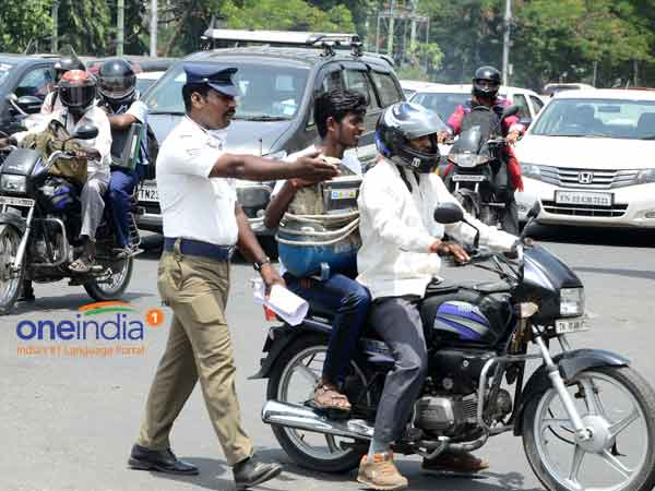 Car driver is not wearing a helmet at Hubli in Karnataka