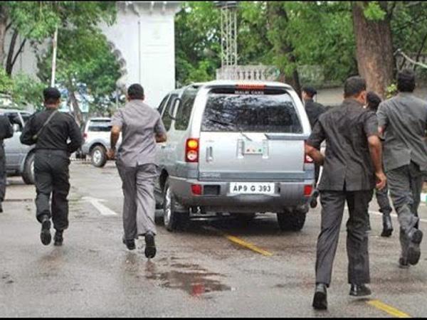 A Boy Run With Chandrababu Naidu S Convoy