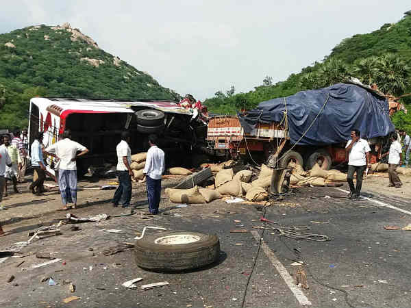 6 killed, 15 injured in road mishap