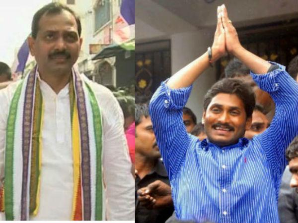 'జగన్ సీఎం ఖాయం': తిరుమలకు ఎమ్మెల్యే పాదయాత్ర