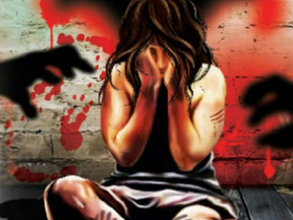 Drunk man attempts to rape woman on footpath in broad daylight in Vizag, no passerby comes to rescue