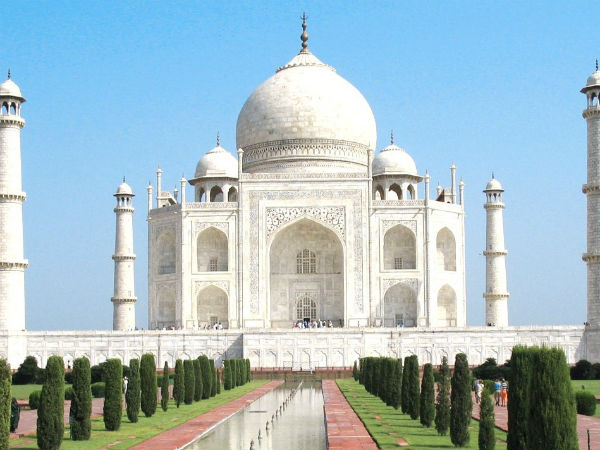 Hindu youths chant Shiva chalisa on Taj Mahal premises