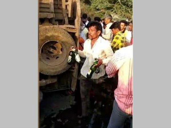 liquor lorry accident in maharashtra