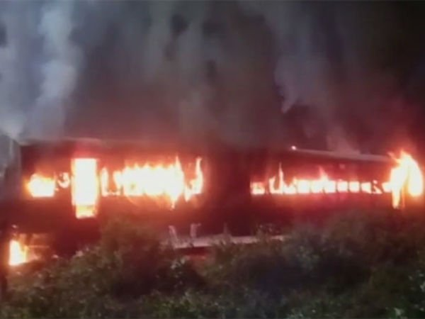 Amrapali Express' coach gutted in fire at Katihar Junction in Bihar