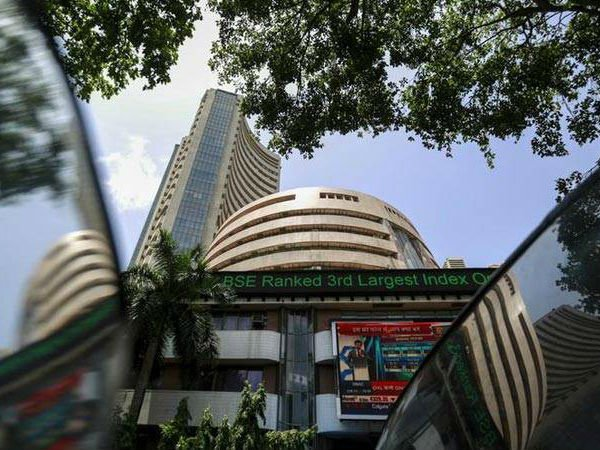 Market Live - Sensex, Nifty trade lower, L&T shares rise 3%