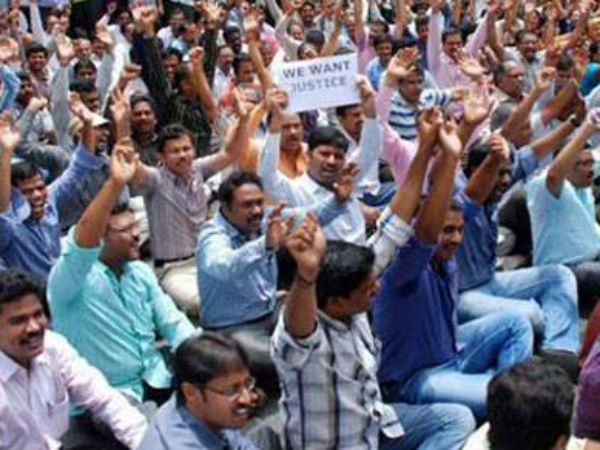 Telangana Art Teachers protest against unemployment