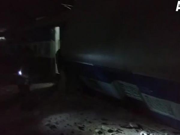 యూపీలో పట్టాలు తప్పిన వాస్కోడిగామా ఎక్స్ప్రెస్: ముగ్గురు  మృతి