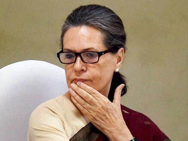 సోనియా గాంధీ రాజకీయాల నుంచి తప్పుకోవడం లేదు: రణ్దీప్, జైపాల్ రెడ్డి