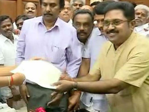 Even though Secretariat filled with police they can't control TTV Dinakaran supporters.