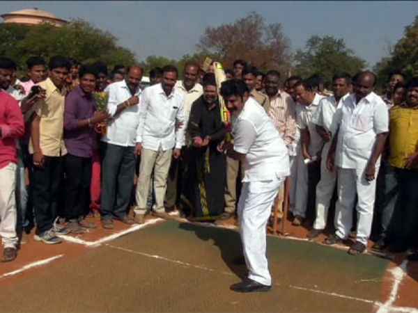 Balakrishna plays cricket with youngsters
