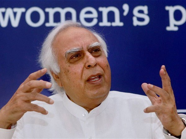 PM Modi hits out at Kapil Sibal, slams Congress for linking Ram temple issue to polls