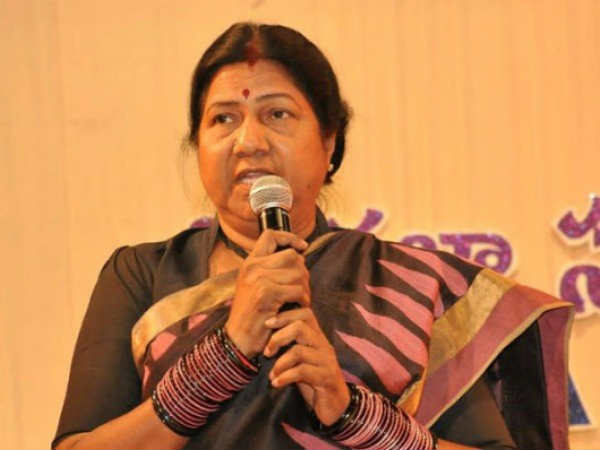 AP Mahila Commission Chairperson Nannapaneni Rajakumari Counter on Congress Leader Padmasri Comments