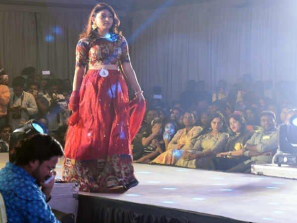 హీటెక్కించిన మిస్ వైజాగ్ 2017 పోటీలు.. ఒకవైపు ఆందోళన, మరోవైపు అందాల ప్రదర్శన!