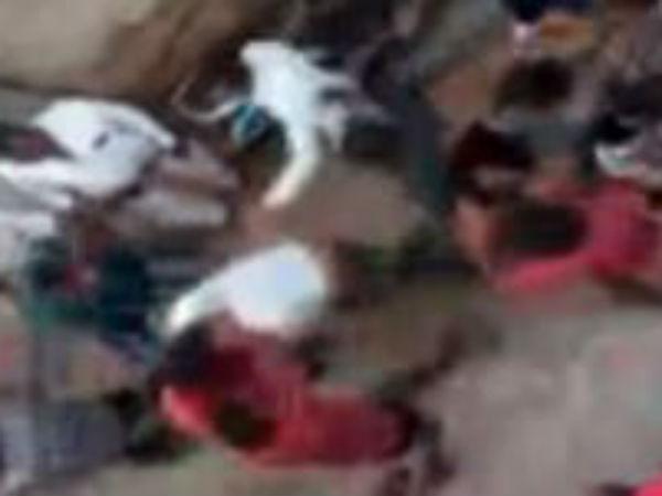 కాచిగూడలో గ్యాంగ్వార్, కొట్టుకున్న ఇరువర్గాలు: భయాందోళనలో స్థానికులు
