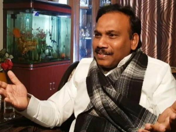 కాంట్రాక్ట్ కిల్లర్: కాగ్ వినోద్ రాయ్పై రాజా సంచలన వ్యాఖ్యలు