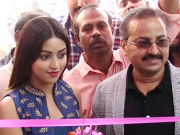 Heroine anu emmanuel launches BNew Mobile showrooms