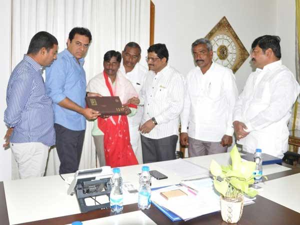 Ktr Congratulates Narasimhulu His Success