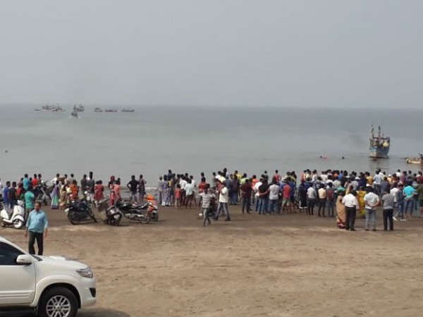 35 rescued after boat with 40 school students on board capsizes near Maharashtra's Dahanu
