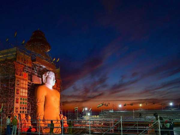 బాహుబలి సేవలో ప్రధాని నరేంద్ర మోడీ, కేంద్ర బడ్జెట్ జపం, ప్రపంచంలోనే అతిపెద్ద!