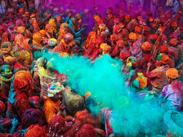 When we should perform Holi?
