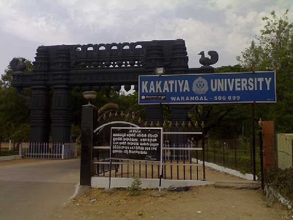 Fight between two groups in Kakatiya University