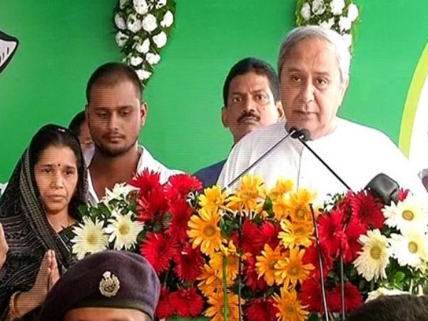నవీన్ ప్రజాదరణకు లిట్మస్ టెస్ట్: బీజేపూర్లో ఫిరాయింపుదార్లే కీలకం