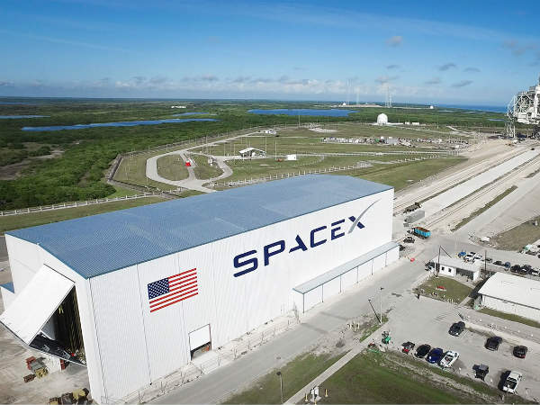 Spacex Launches Falcon Heavy The World S Most Powerful Rocket A Car To Mars