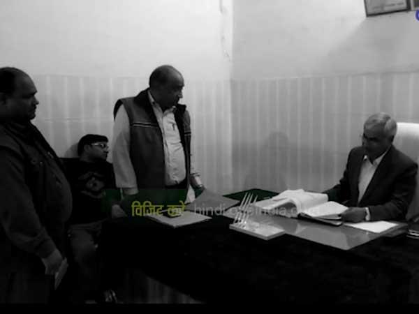 నీ గొంతు కోస్తా: అధికారి నిర్లక్ష్యంపై జిల్లా మేజిస్ట్రేట్ తీవ్ర హెచ్చరిక