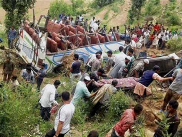 11 killed as bus falls into gorge in Uttarakhand