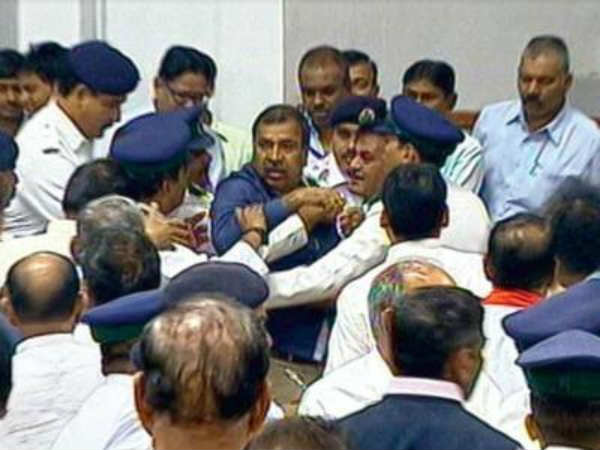 Congress, BJP MLAs come to blows in Gujarat assembly