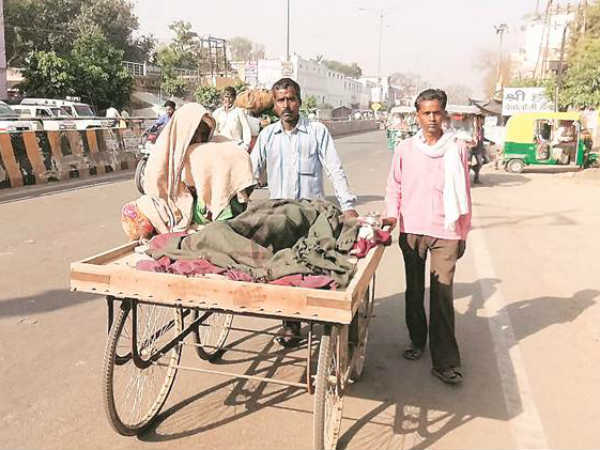 Another man denied ambulance in UP; man carries dead wife on handcart to hospital