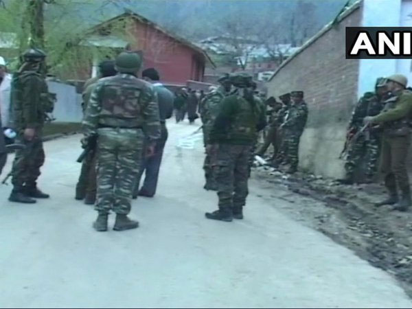 2 policemen martyred, 4 terrorists killed in Kupwara, search ops continue