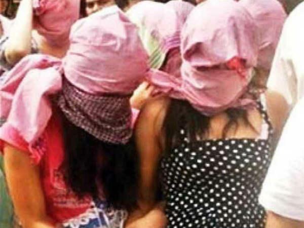 స్పా సెంటర్లో వ్యభిచారం: విటుడిగా వెళ్ళి గుట్టు రట్టు చేసిన పోలీసులు