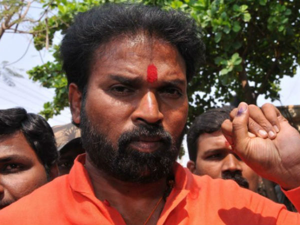 Bellary Bjp Mp B Sriramulu Faced Protest At Molakalmuru Assembly Constituency