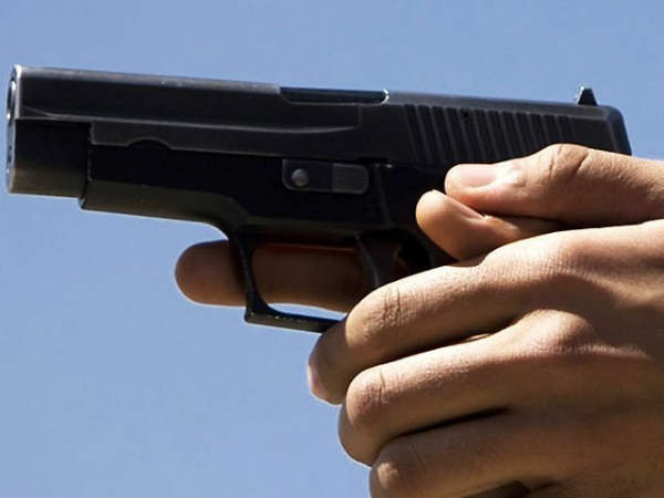 A man fires with a pistol: his father and another man injured