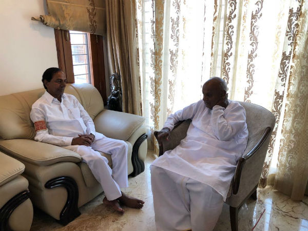 Telangana CM KCR meets JD(S) chief HD Devegowda