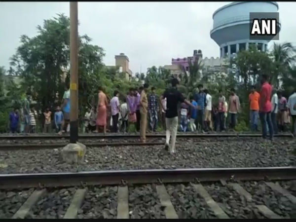 One injured in explosion at Kolkatas Dum Dum cantonment railway line