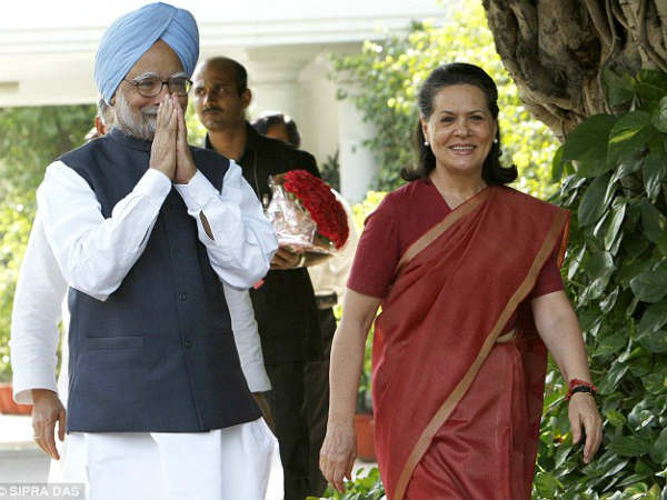 Sonia and Manmohan in Congress Jan Akrosh Rally