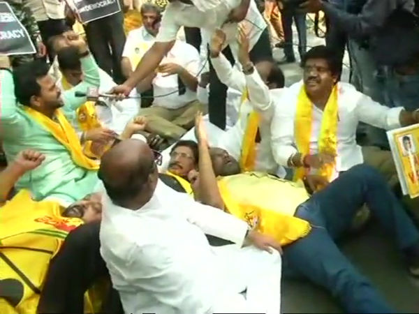 Tdp Mps Protest Outside Prime Minister S Residence Detained