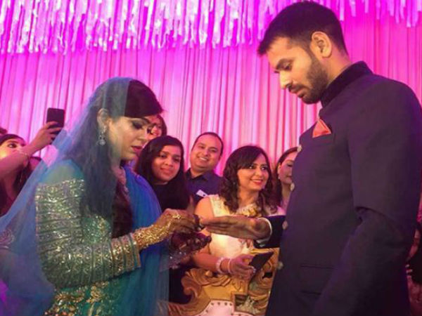 "Tej Pratap Yadav wrote ""Miss you PAPA"" on facebook and Twitter; got engaged in Patna with Aishwarya Rai"