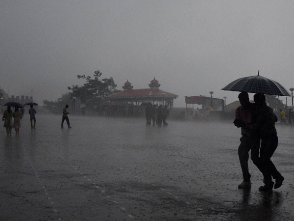 Heavy rain lashes Krishna, Guntur, WG districts ; 10 killed