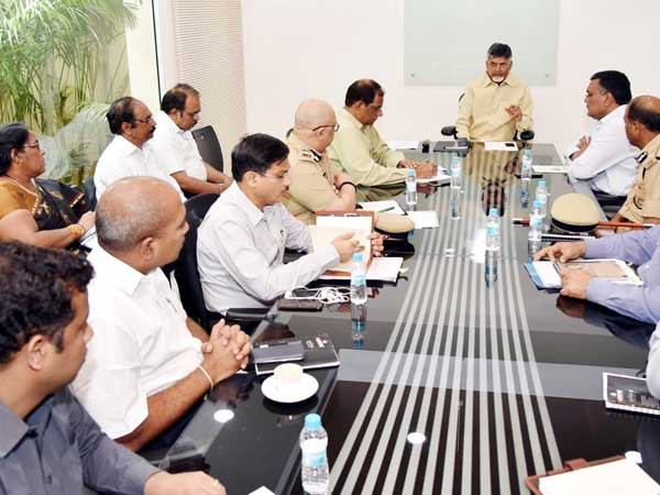 Ap chief minister Chandrababunadiu visits Mantur vilage