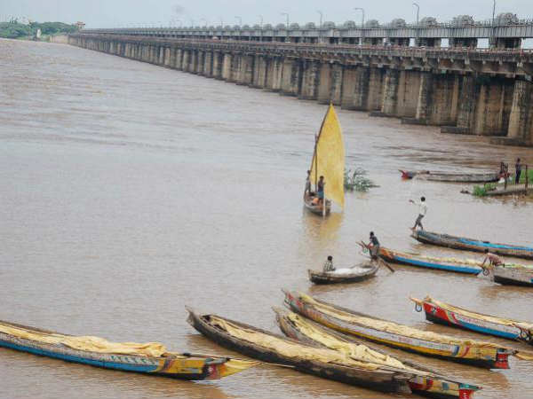 Boat Capsize Godavari Fourty Tribles Drown River