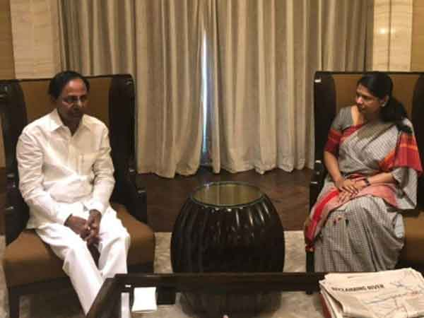 KCR, Stalin discussed state's rights, not third front: Kanimozhi